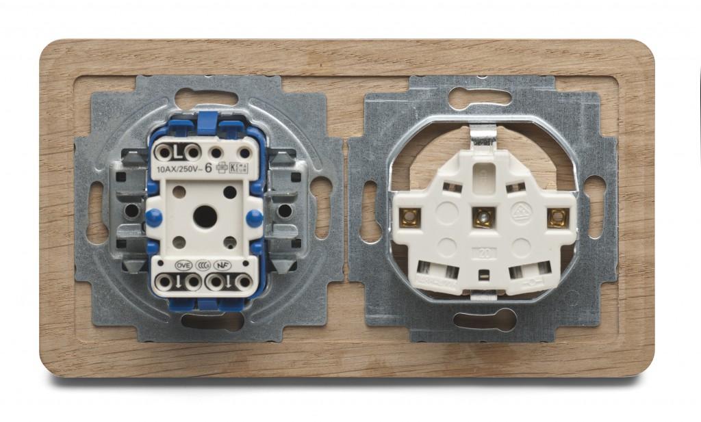 houten stopcontact achterkant